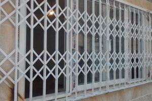 نرده آکاردئونی پنجره