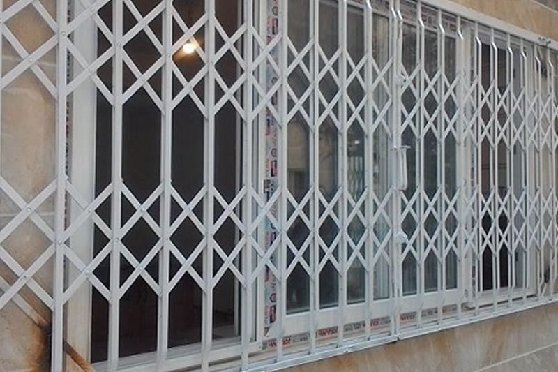 حفاظ آکاردئونی پنجره