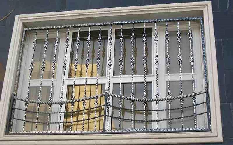حفاظ پنجره چدنی