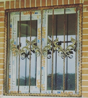 حفاظ نرده پنجره از داخل