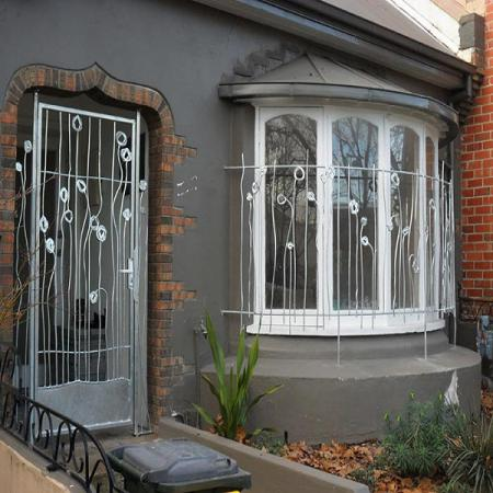 پنجره آهنی